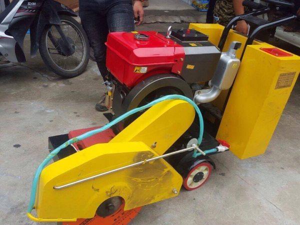Máy cắt bê tông chạy dầu D10