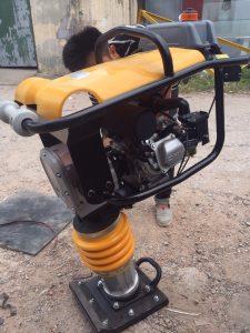 Máy đầm cóc RM80