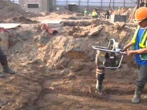 Sử dụng máy đầm cóc để thi công đầm đất