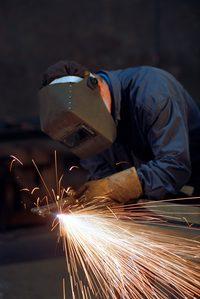 Cắt thép dầm trong xây dựng